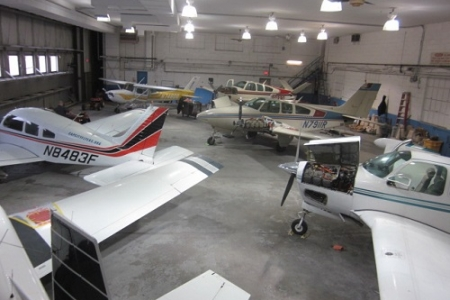 hanger-multiple-propeller-small-planes.JPG